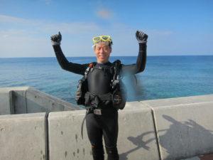 沖縄 体験ダイビング ガッツポーズ