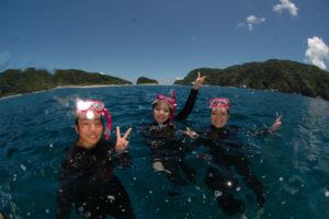 沖縄 ダイビング 慶良間 体験ダイビング ウミガメ 自社船