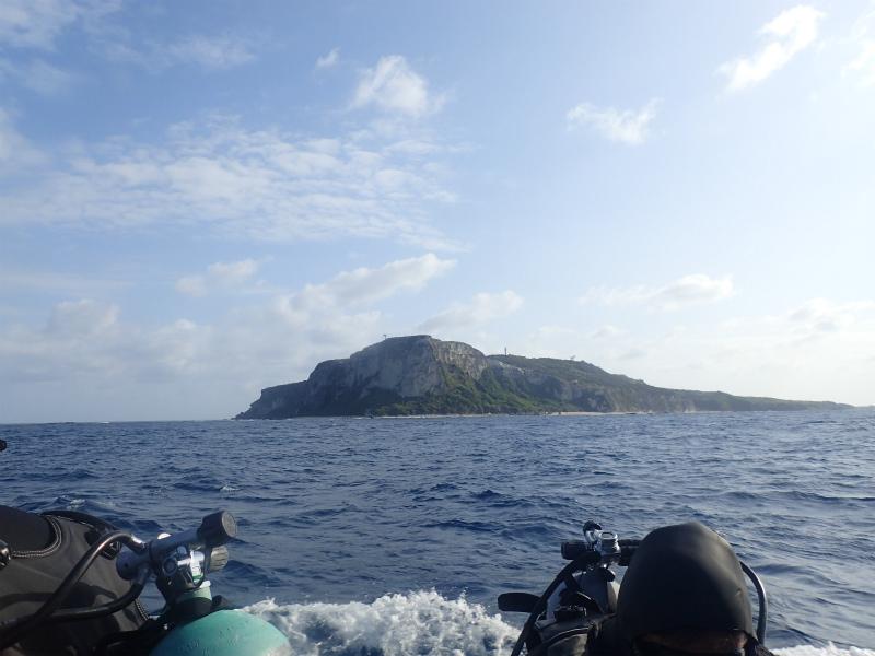 沖縄 粟国 ギンガメアジ ダイビング ドリフト ボートダイビング 自社船