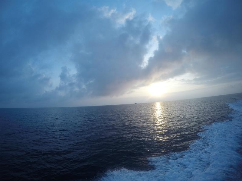 沖縄 粟国 渡名喜 遠征 ダイビング ボートダイビング ファンダイビング 自社船