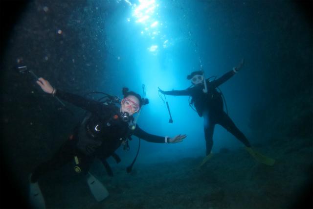 沖縄 沖縄本島 真栄田岬 青の洞窟 ボーとダイビング ダイビング ファンダイビング